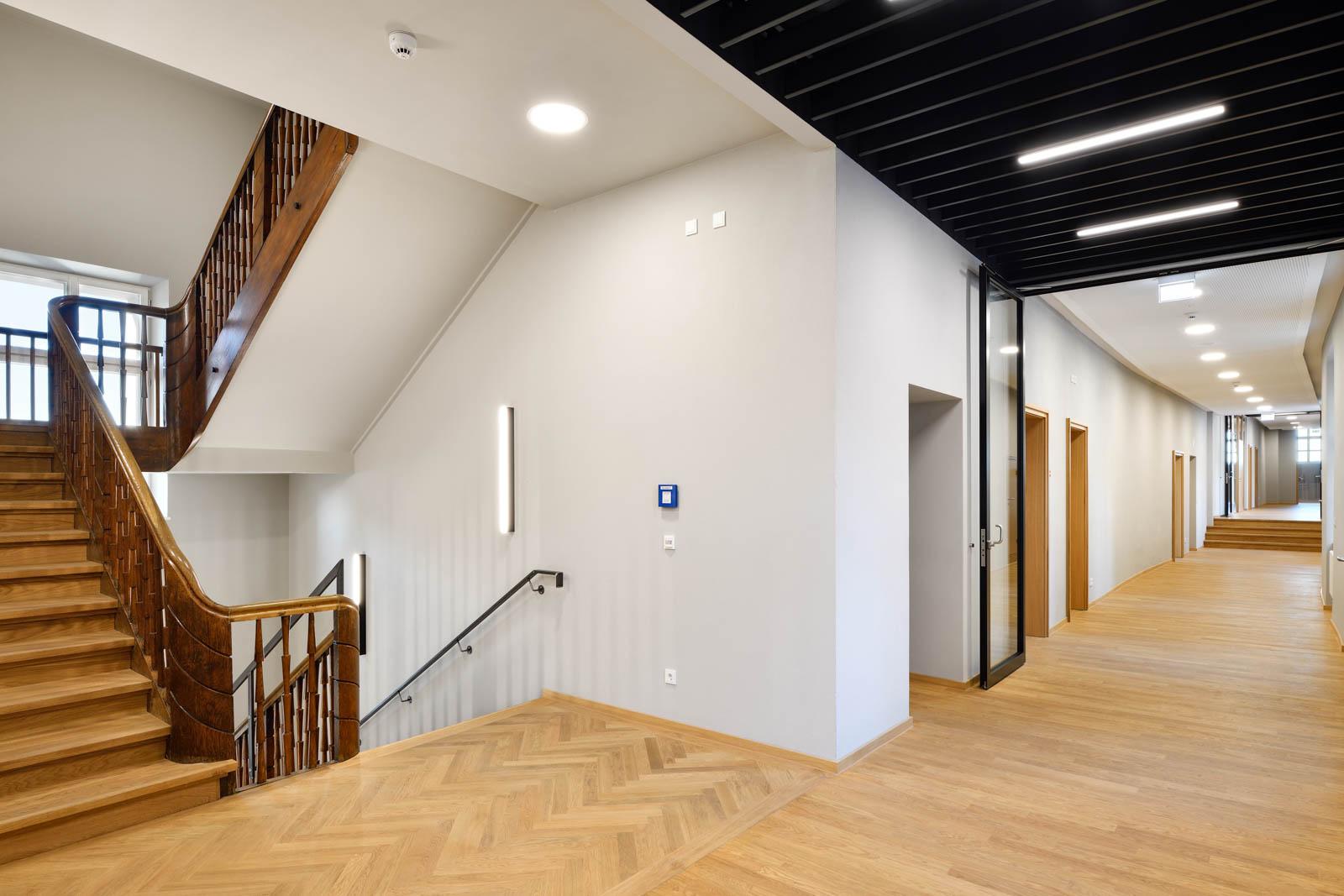 Nickel und Wachter Architekten - Sanierung Mariahilf Bamberg Schulflur
