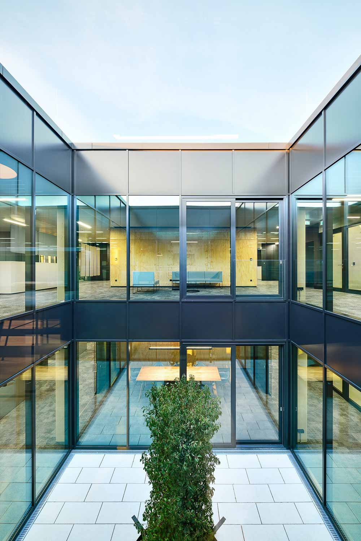 Nickel und Wachter Architekten - gläserner Lichterhof Dr. Pfleger Bamberg